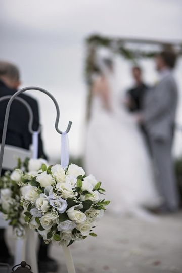 White floral decorations for the aisle