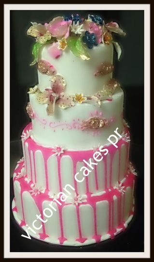 quinceanero cake fondant with gold leaf details
