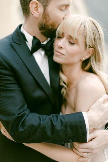 beautiful couple hug gigi fine art wedding 51 1901279 160735234494176
