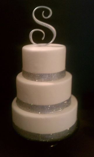 800x800 1341893823053 weddingcakebling
