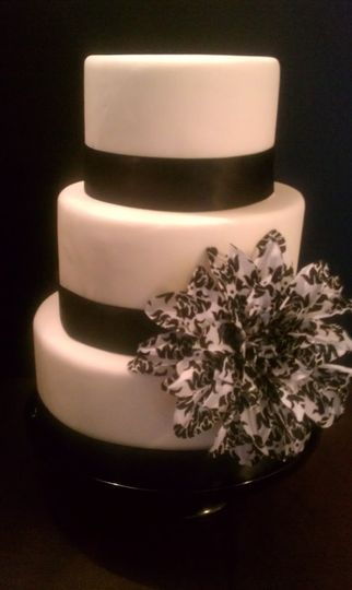 800x800 1341893871870 coutureweddingcake