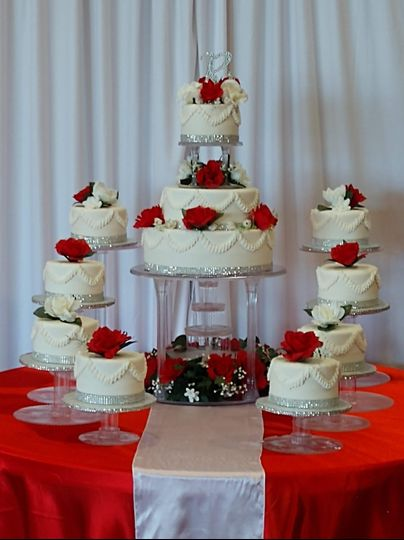 Tiered cake with fountain