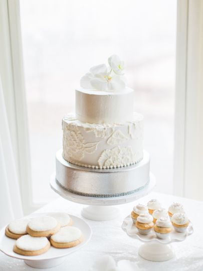 Elegant 3 tier with brush embroidery