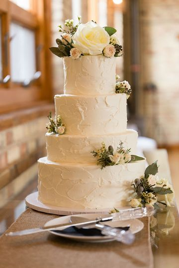 4 tier wedding cake with stucco texture and fresh floral