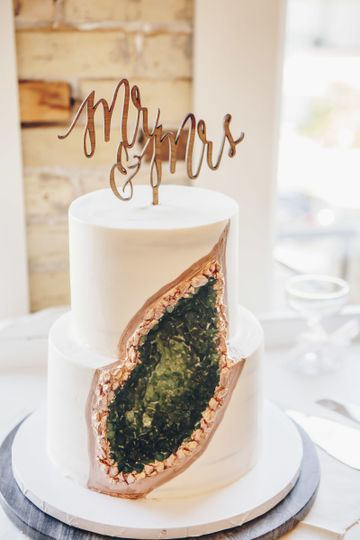 Emerald green geode cake
