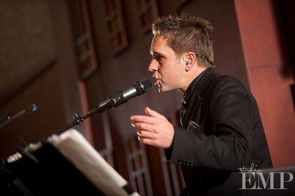 Alex Howland Keys/vocals
