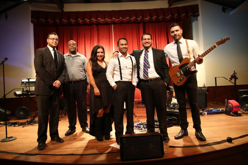 Maxtones Variety Band