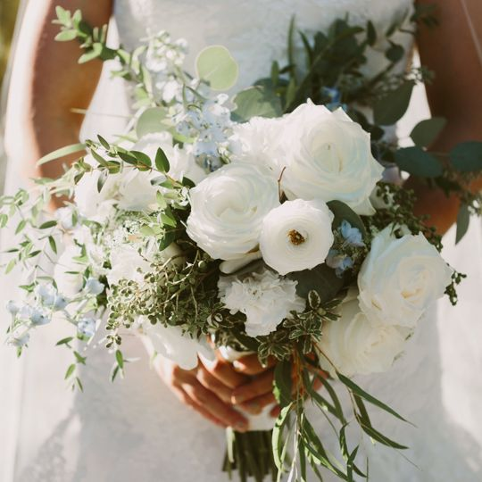 White and greens in an open and airy feeling bouquet
