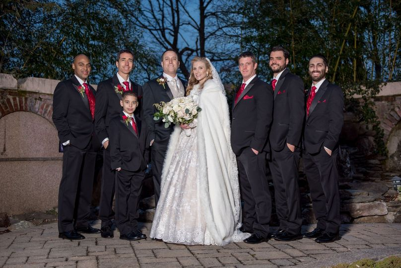 Bride and groom with members of the wedding party - Alexander Rivero