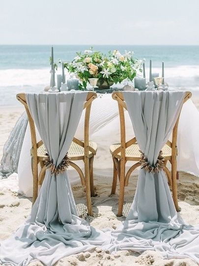 Sweetheart table on the beach