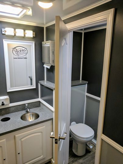 Eight station restroom trailer