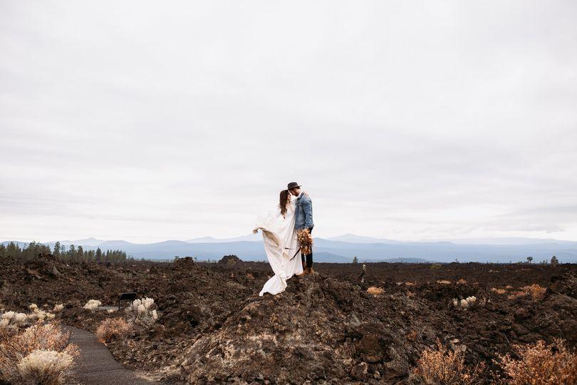 burnsandcrowephotography adventure elopement bend oregon 1 51 1048579