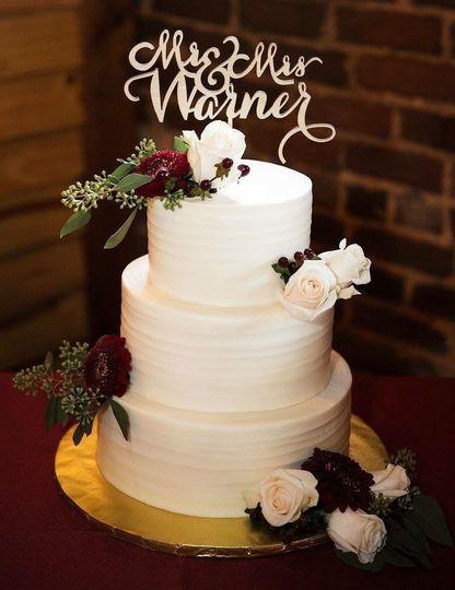 Acunas Custom Cakes White Cake With Flowers