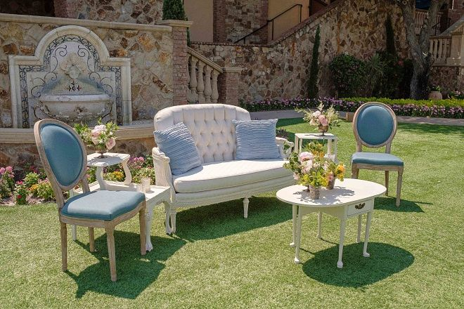 Tmx January Subtle Chic Bella Collina Liam End Table Liam Drop Leaf Coffee Table Frances Settee Frances Chair 51 181679 Orlando, Florida wedding rental