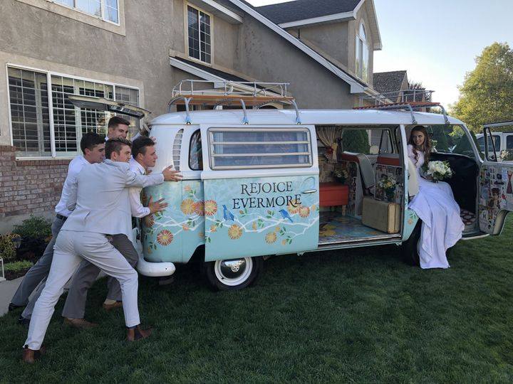 BettyBus is a fun interactive photo prop for your wedding party