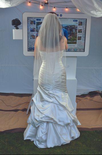 brideusingmachineatwedding