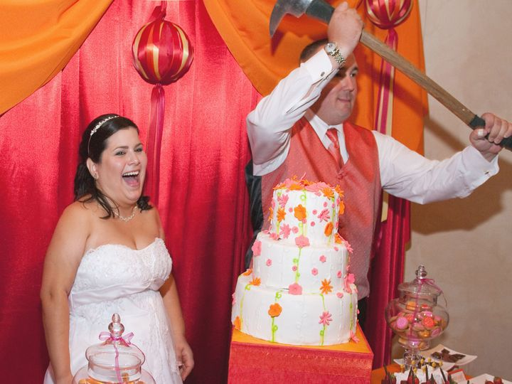Tmx 1520921208 D7526576165c70f4 1520921206 8fa23ad3d9d14665 1520921185742 11 Cake 03 Axe Cutti Sacramento wedding dj