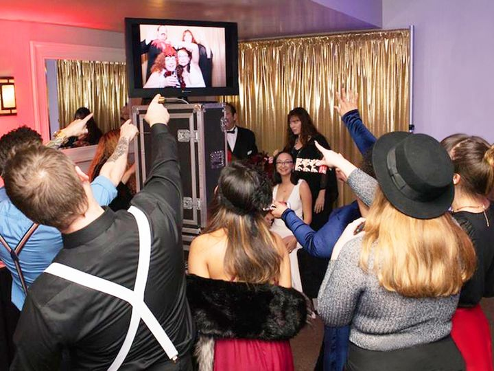 Tmx 1520921294 Bfb29acacef4064f 1520921293 1e7be5d62728fe39 1520921274739 16 Pointing At Photo Sacramento wedding dj