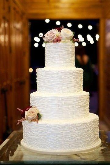 72cb970564f19cd5 b3db2a6d2b619b0e2bdbe20507f984b9 barn wedding cake ideas four