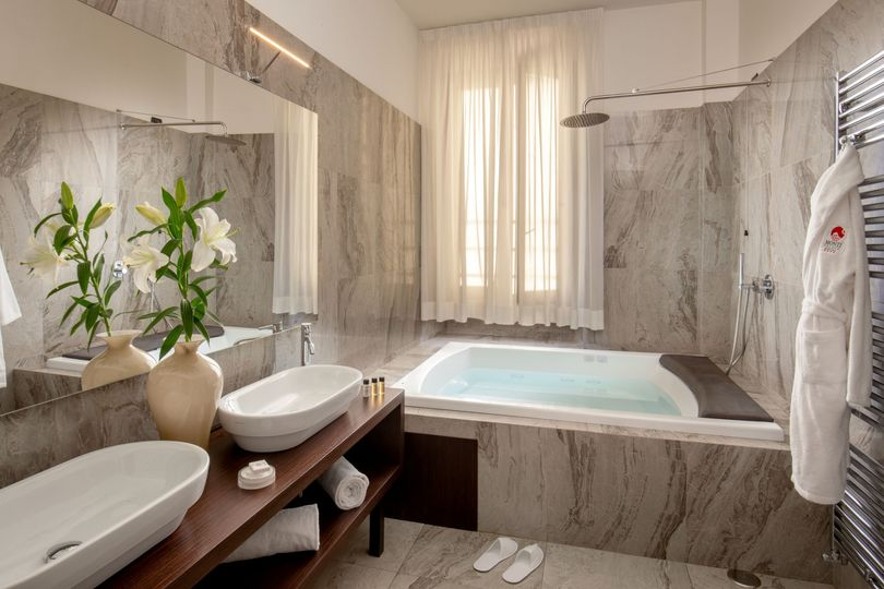 Bathroom Suite 311