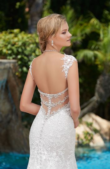 Backless body fitting dress