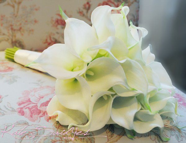 A large cream calla lily bouquet with 21 real-touch flowers, perfect for a classic bridal bouqet....