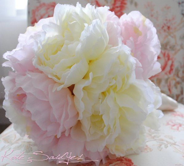 This oversized Cream and Pink Peony Bridal Bouquet is glamorous and romantic. A dozen fluffy peonies...