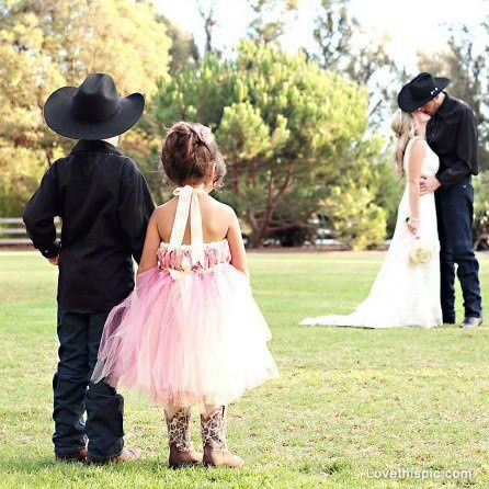 country wedding flower couples