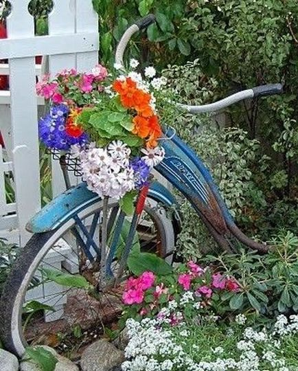 b93f5dcddcee7a74 bike in garden