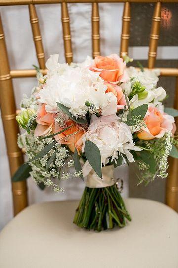 Floral arrangement for the bride