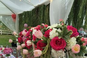 Candlelight & Roses Florist and Weddings