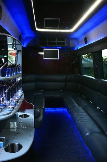 12pp limo coach