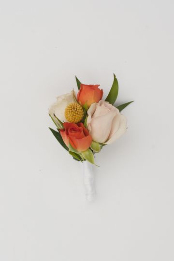 Bright &cheerful boutonniere