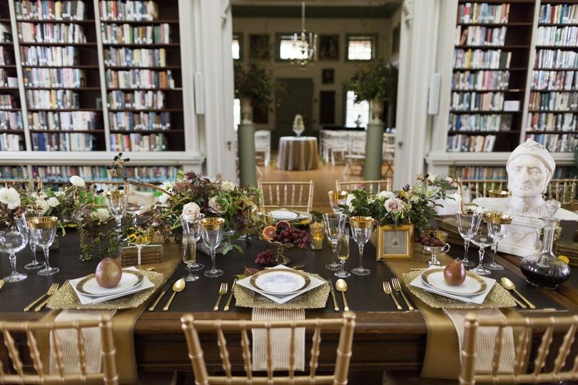 Table setting and floral decor with a bust