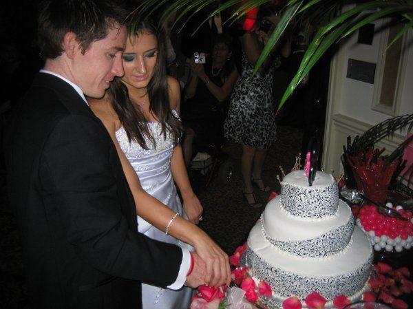 Bridgett and Chris cut the cake