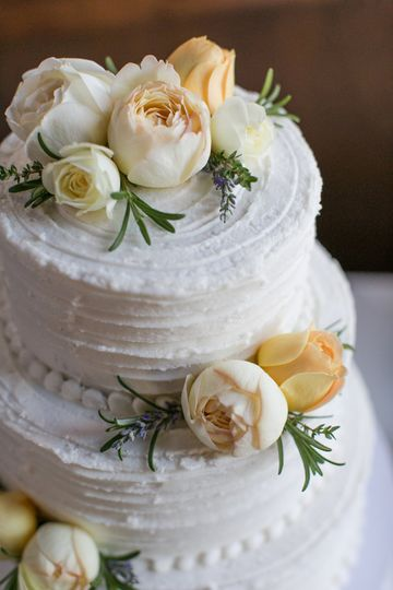 Cake with garden roses & herbs