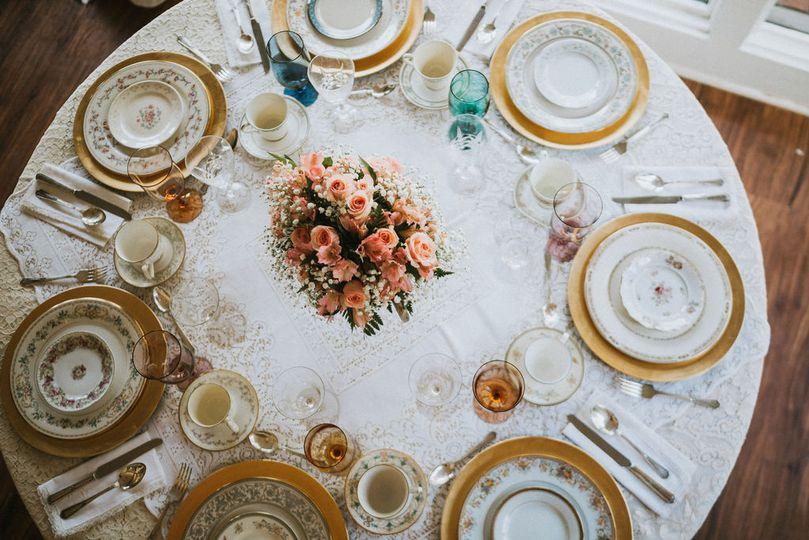 Set round table