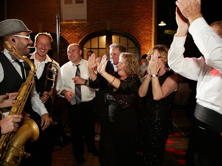 Tmx Yes Horns W Crowd 51 483089 Nashville, TN wedding band