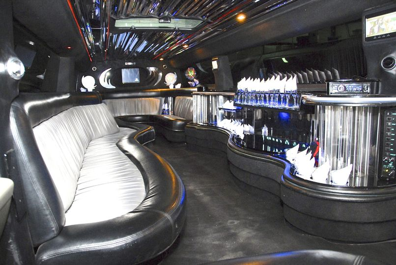 **Black H2 Super Stretch Hummer Limousines** (Interior)