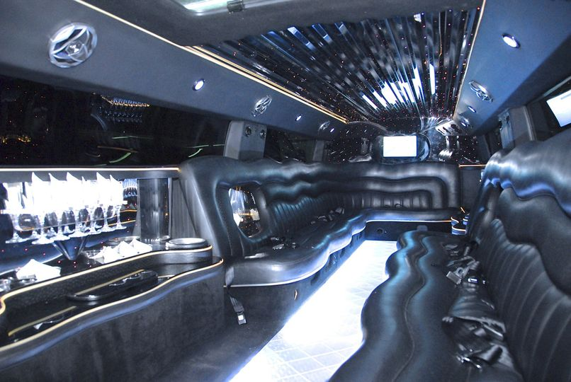 **White H2 Super Stretch Hummer Limousines** (Interior)