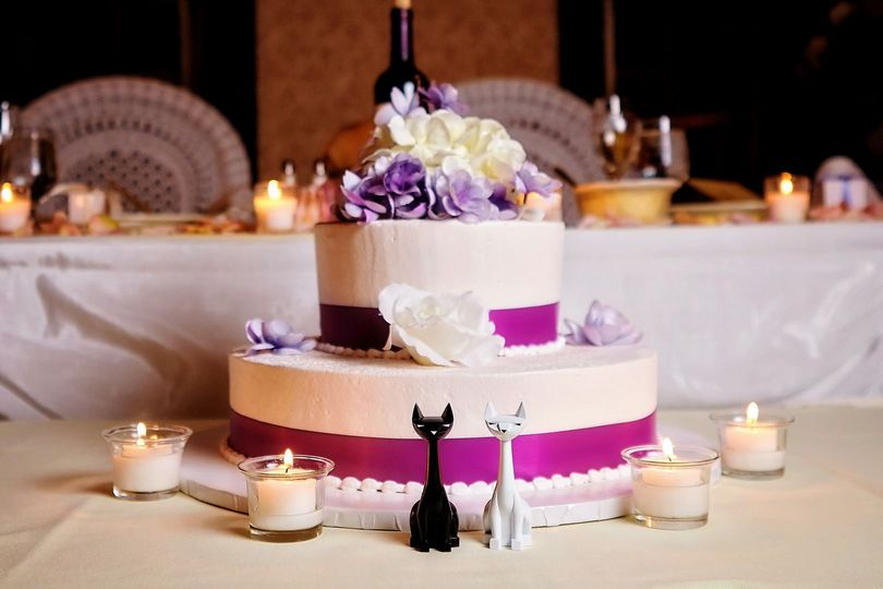 Wedding cake with custom, handmade cat cake toppers