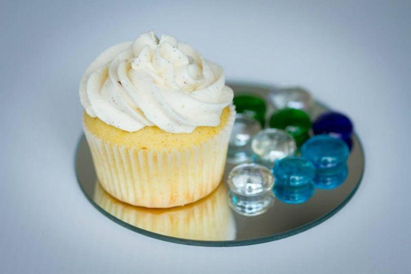 cupcakes by kasthuri wedding cake salt lake city ut weddingwire. Black Bedroom Furniture Sets. Home Design Ideas