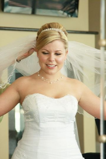 up-do with headband and veil, make up by: www.evonnemakeupartistry.com