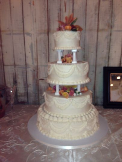 Wedding cake with a touch of yellow