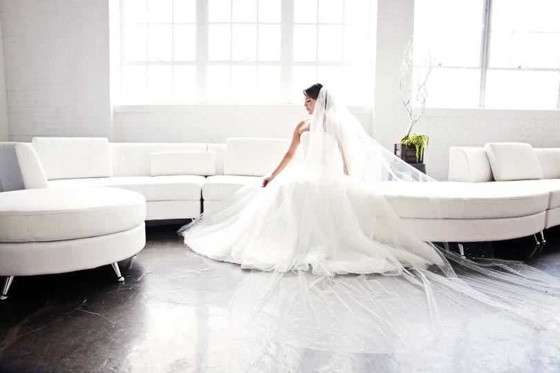 34db417893a535ba 1446741147604 bride window