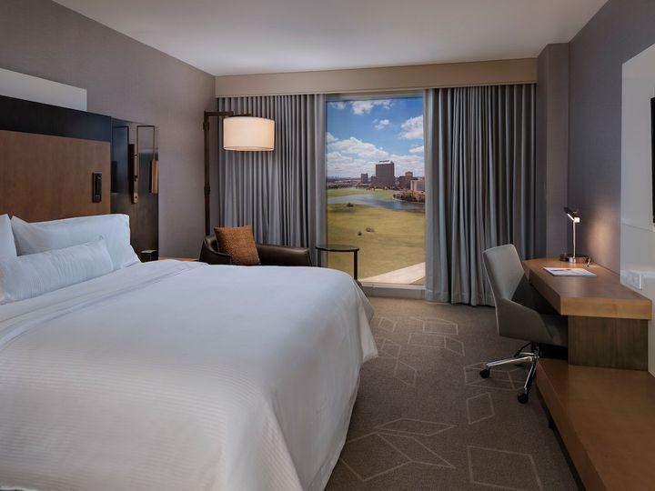 Tmx Daliw King Guestroom 5088 Hor Wide 51 1038189 Irving, TX wedding venue