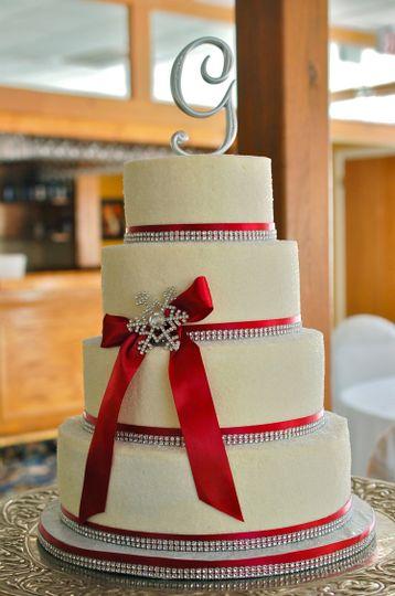 Sleek and glamorous holiday wedding cake