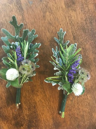 Boutonnieres with white and purple flowers