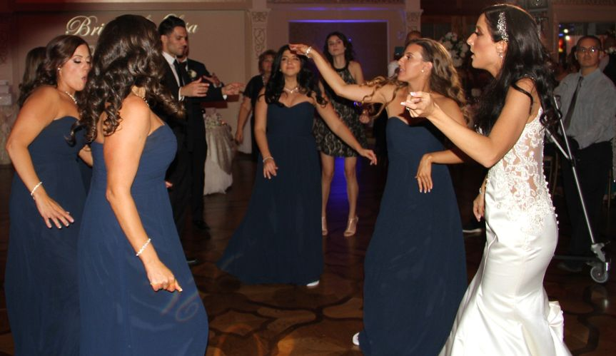 Bridesmaids Dancing!!!