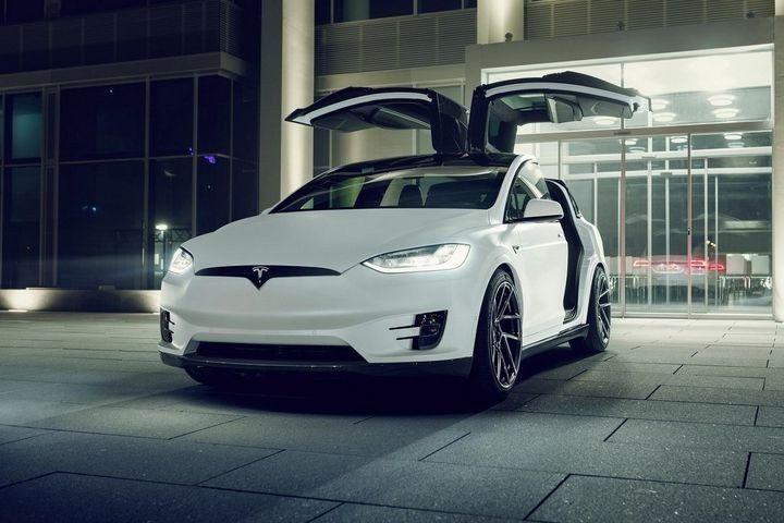 Tesla limousine service